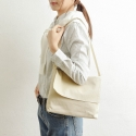 O shoulder bag / light eggnog color