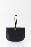 에이아이오유(AIOU) Bebe Clutch Black