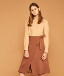 아오엠크(AOEMQ) ROUNDED WRAP SKIRT CAMEL