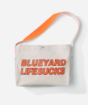 블루야드() LIFESUCKS MAIL BAG ORANGE