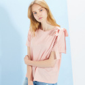 룩캐스트(LOOKAST) PINK SHOULDER EYELET RIBBON TSHIRT