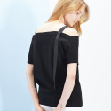 룩캐스트(LOOKAST) BLACK OFF SHOULDER TAPE TOP
