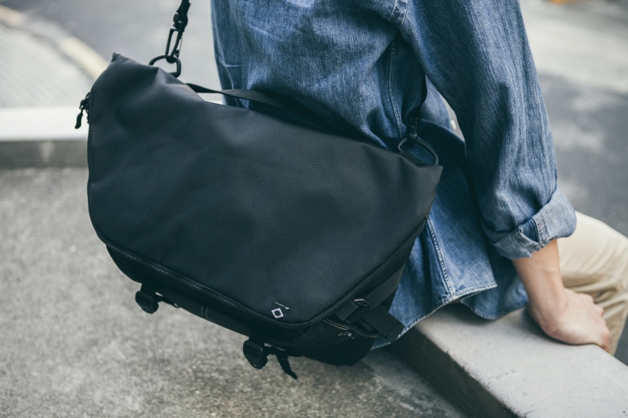 비엘씨브랜드(BLCBRAND) N010 MESSENGER BAG - BLACK