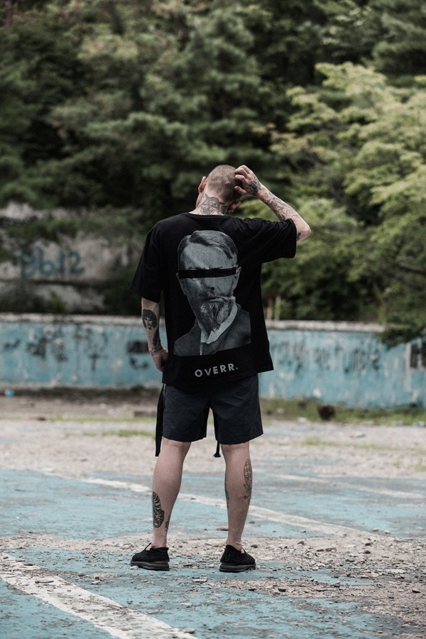 오베르(OVERR) ESSAY.1 INFLUENCE BLACK TEE