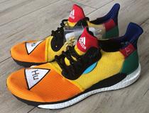 퍼렐 윌리엄스의 스니커즈, 아디다스(adidas) 솔라휴글라이드ST