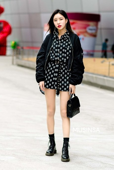거리 패션 | 무신사거리 패션 | 무신사 - 윤사라