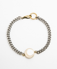 [usual M.E] moon pendant thin chain bracelet (화이트 바탕 / 골드 달)