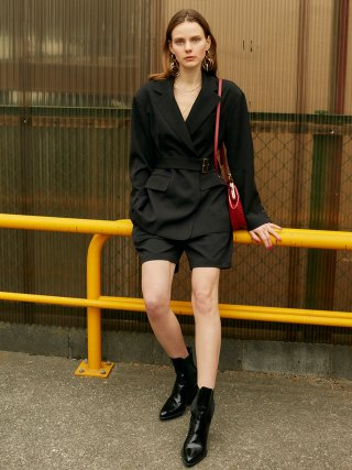 레이브(raive) Black Drop Shoulder Belted JK in Black_VW9SJ0010