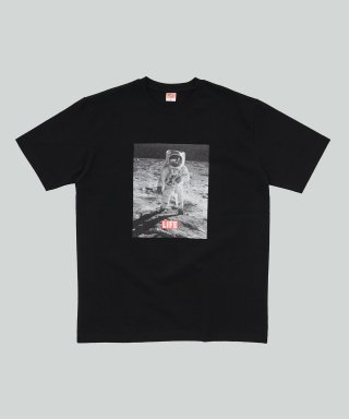라이프 아카이브(life) MOON LANDING T-SHIRT_BLACK