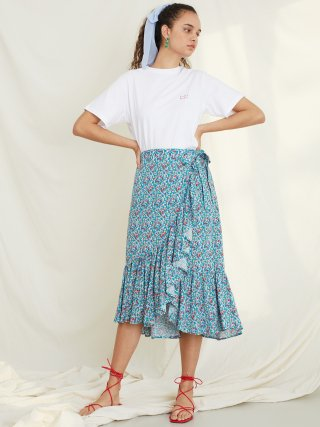 룩캐스트(lookast) BLUE FLORAL WRAP SKIRT