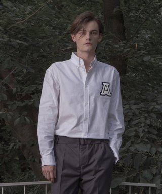 아람(aram) OXF#1 SOLID OXFORD LOGO SHIRT - WHITE