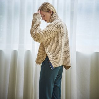 이네스(ines) BUTTON SLIT TURTLENECK SWEATER_BEIGE