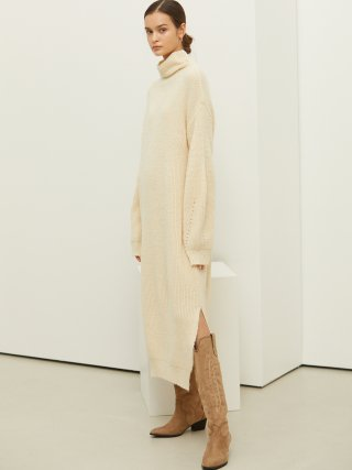 룩캐스트(lookast) IVORY SLEEVE POINT TURTLENECK KNIT DRESS