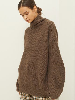 룩캐스트(lookast) BROWN SLEEVE POINT TURTLENECK KNIT SWEATER