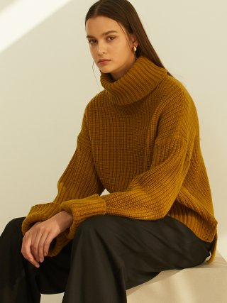 룩캐스트(lookast) OLIVE CROP TURTLENECK KNIT SWEATER