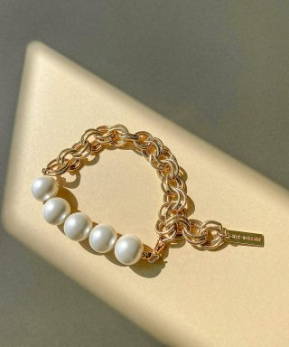 위트홀리데이(witholiday) gold layer chain pearl bracelet