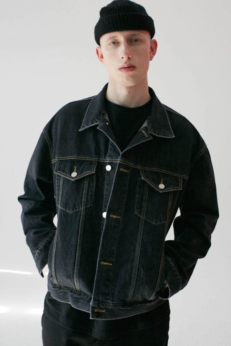 Oversized-Denim-Jacket-Black-04.jpg