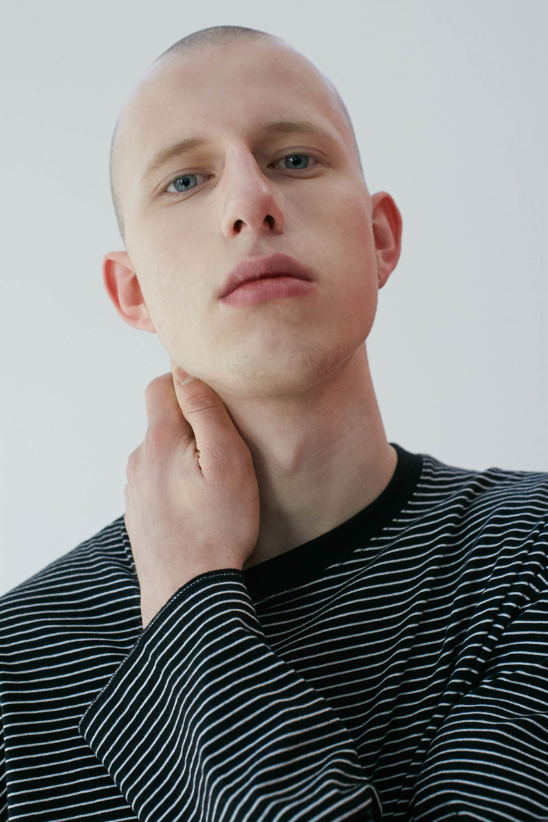 Stripe-Long-Sleeves-Black-03.jpg
