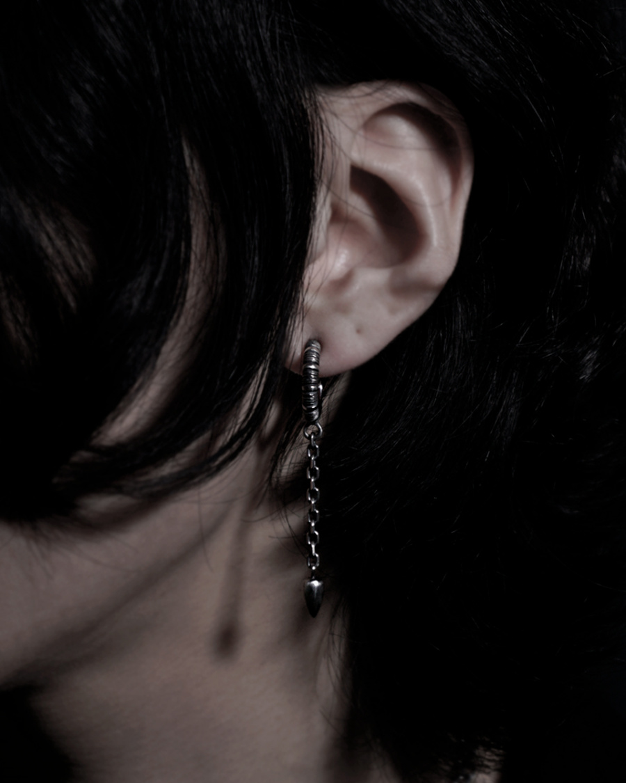 갓제이크(GODJAKE) [DEVOURED] CHAIN ST HOOP EARRING